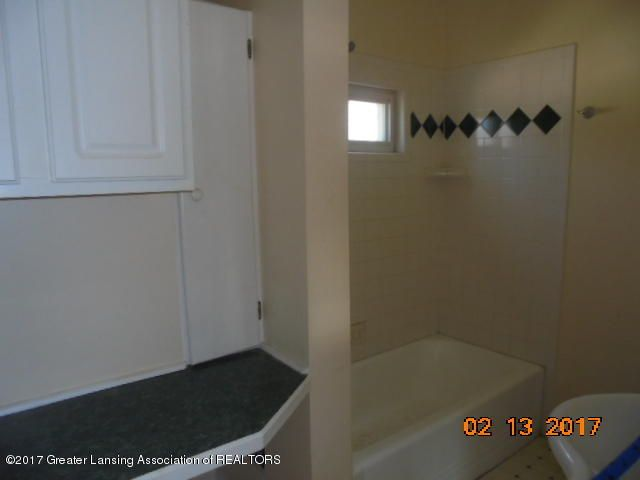 333 Bartlett St - Full Bathroom - 27