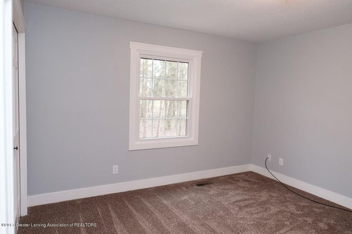 180 Fawn Creek Dr - Bedroom - 26