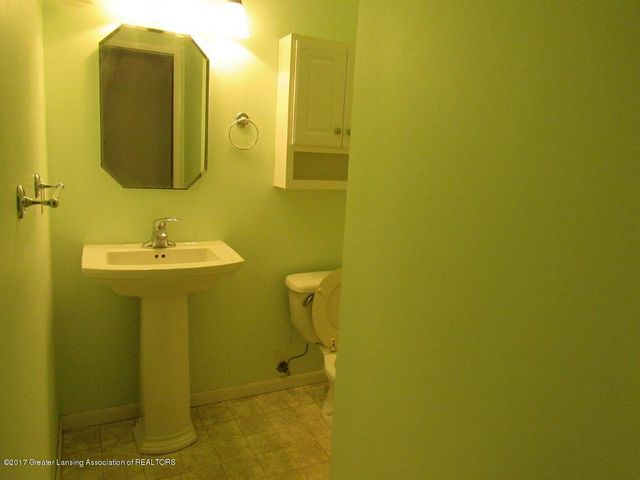1818 N Fairview Ave - FULL BATHROOM - 9