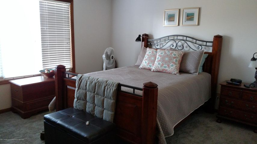 9714 Rossman Hwy - Bedroom - 16