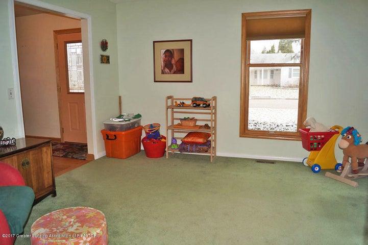 1145 Shelter Ln - Living Room - 3