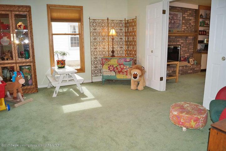 1145 Shelter Ln - Living Room - 4