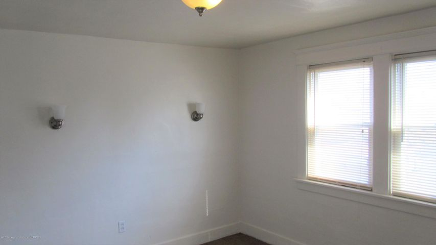 1233 Parkview St - Living room - 4