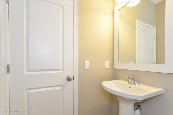 965 Pennine Ridge - Powder Room MDE005-E2600-1 - 12
