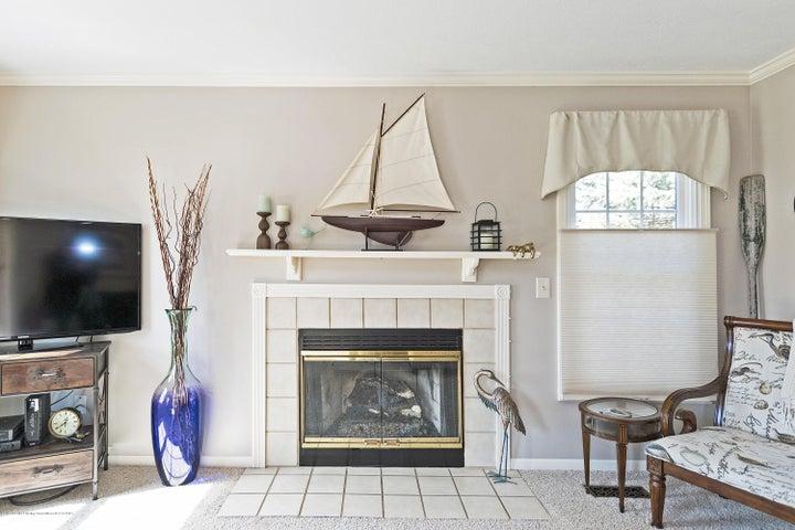3920 Mayapple Ln - Living Room - 4