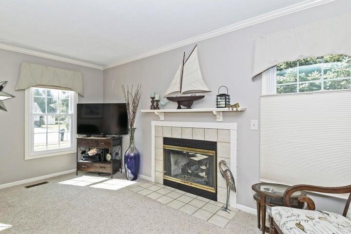 3920 Mayapple Ln - Living Room - 5