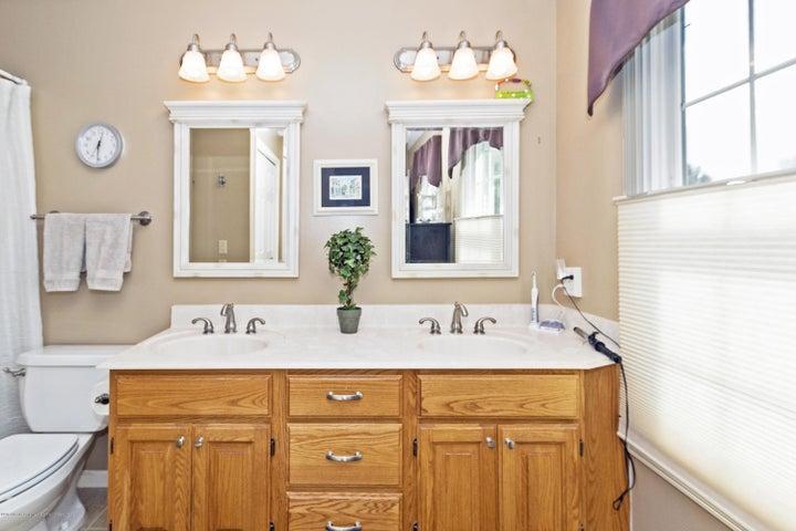3920 Mayapple Ln - Master Bath - 16
