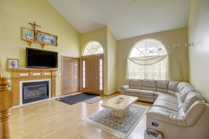 5815 Rothesay Rd - LIVING ROOM - 10