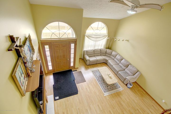5815 Rothesay Rd - LIVING ROOM - 11