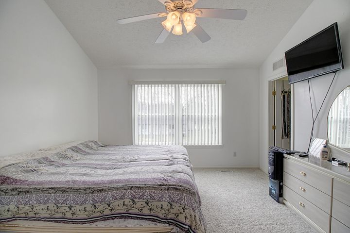 5815 Rothesay Rd - MASTER BEDROOM - 13
