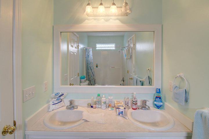 5815 Rothesay Rd - BATHROOM - 26