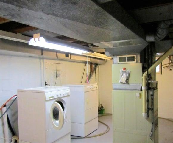 1230 Dakin St - Laundry - 12