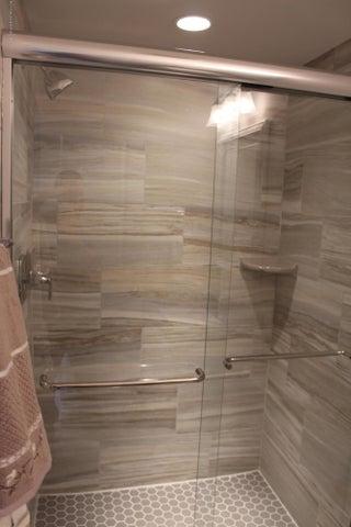6107 Fresno Lane - Guest Shower - 18