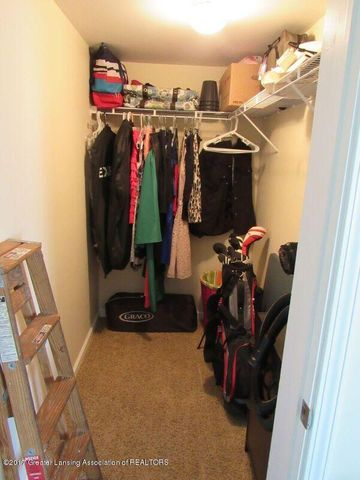 510 Canal St - Entry Master Closet - 19