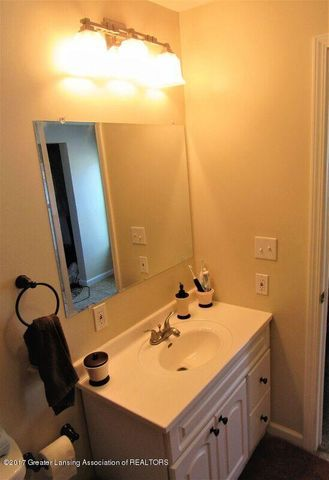 510 Canal St - Upstairs Full Bath - 39
