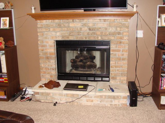 1475 Brookfield Rd - Cozy Fireplace in Living Room - 4
