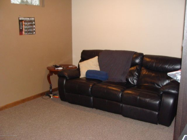 1475 Brookfield Rd - Family Room - 10