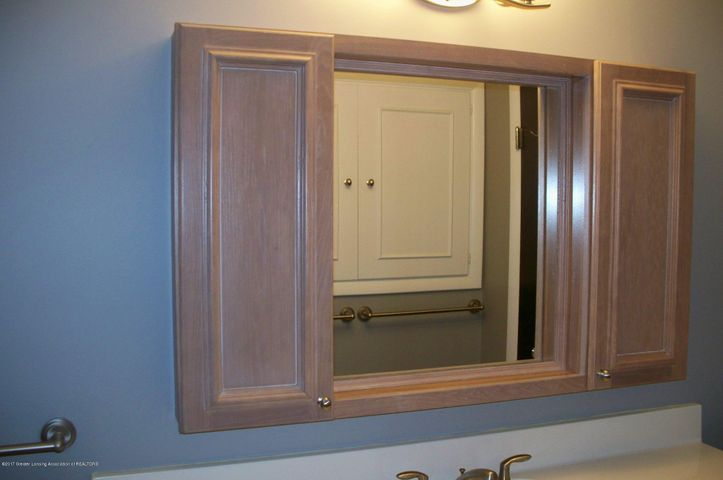 118 Loree Dr - 118 Loree main bath cabinet - 7