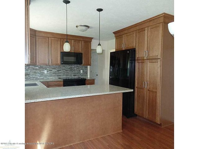 1916 Maple Shade Dr - 83960_601_18 - 7