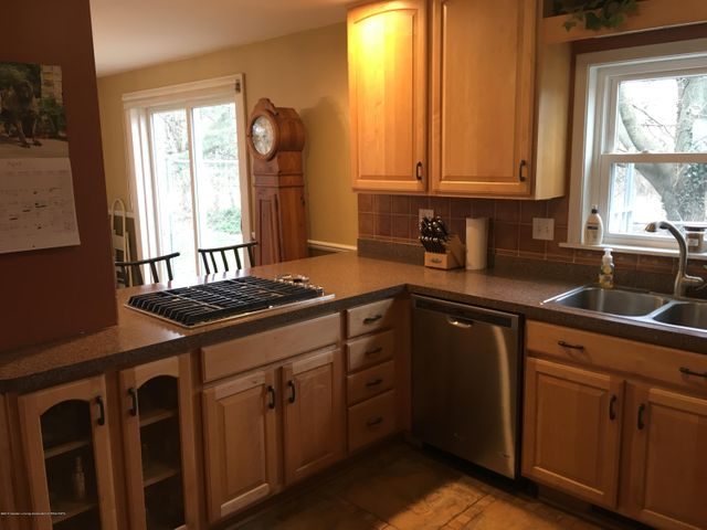 1422 W Cutler Rd - Maple Kitchen with New Granite Counters - 3