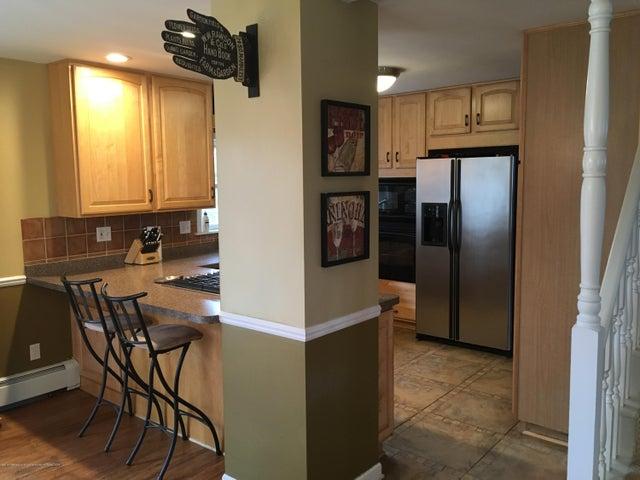 1422 W Cutler Rd - Snack Bar in Kitchen - 5