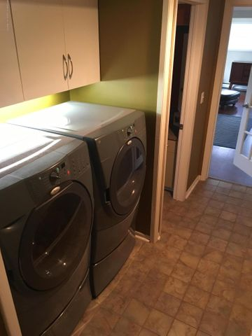 1422 W Cutler Rd - First Floor Laundry - 10