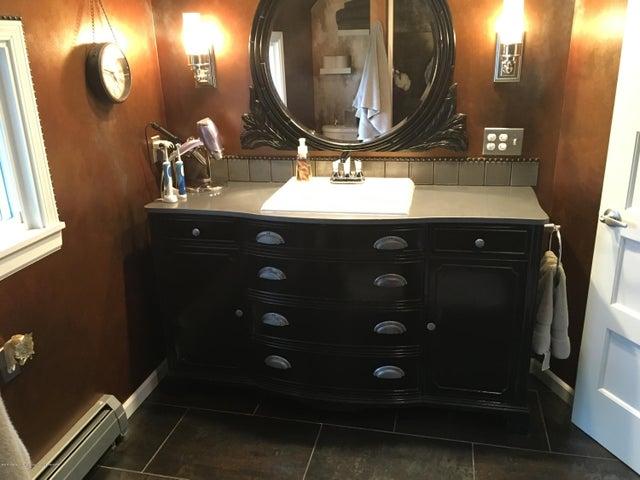 1422 W Cutler Rd - Master Vanity Dresser - 15