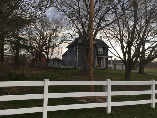 1422 W Cutler Rd - Picket Fence - 26