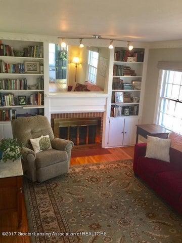 249 University Dr - Living Room - 5