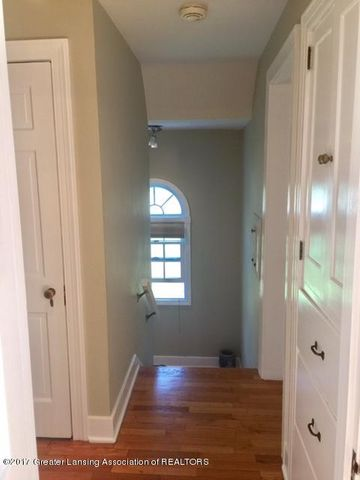 249 University Dr - Upstairs Hall - 21