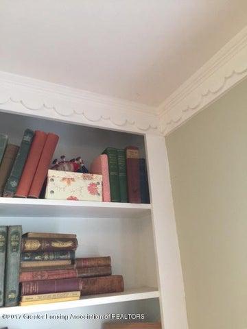 249 University Dr - Bookcase Detail - 8