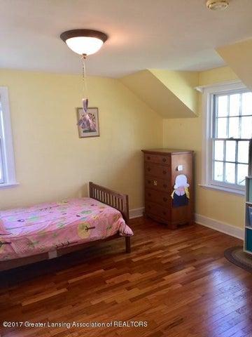 249 University Dr - Yellow Bedroom - 27