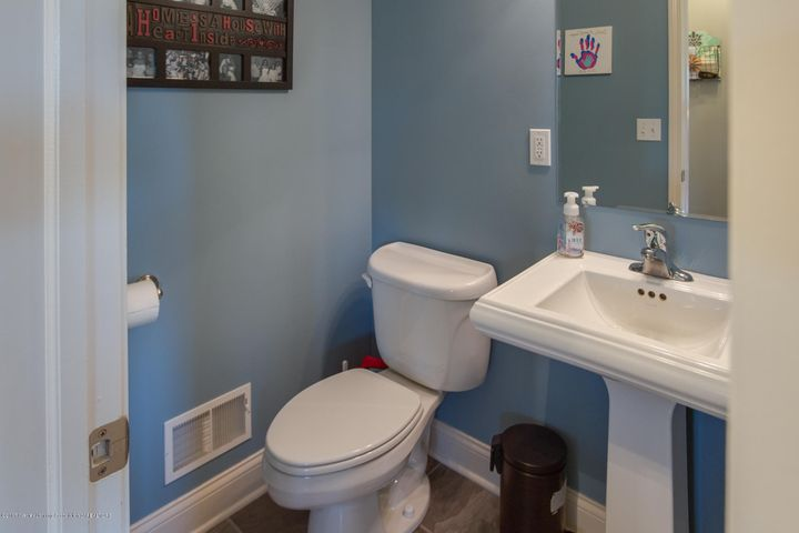 11929 Arrowhead - BATHROOM - 16