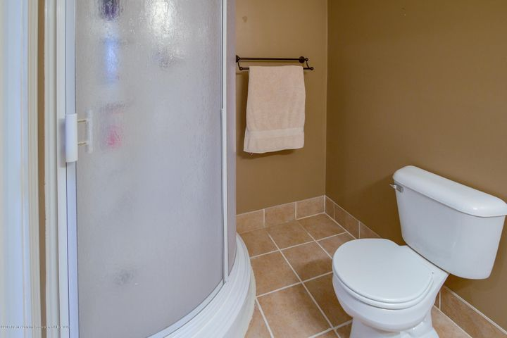 11929 Arrowhead - BATHROOM - 22