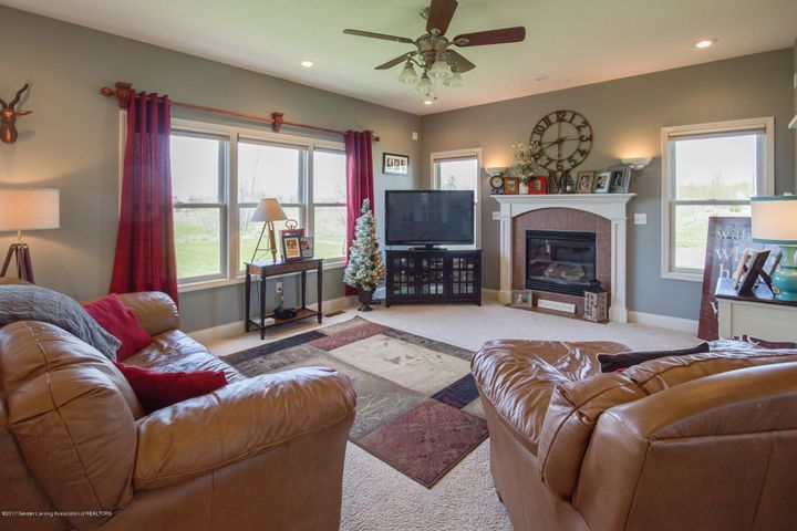 11929 Arrowhead - LIVING ROOM - 25