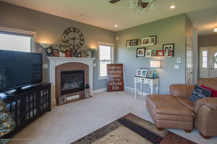 11929 Arrowhead - LIVING ROOM - 27
