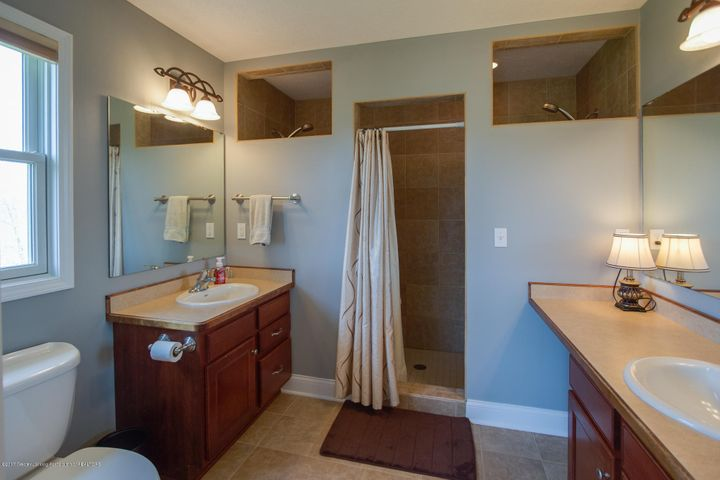 11929 Arrowhead - BATHROOM - 41