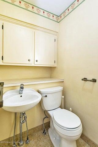 527 Beech St - Bathroom - 11