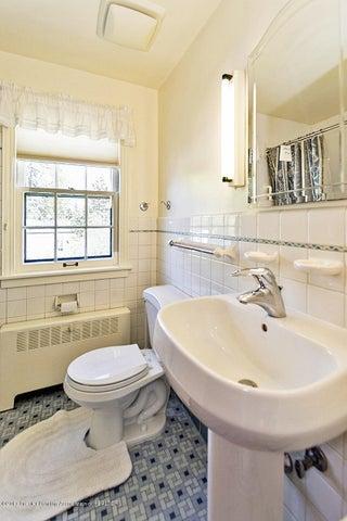 527 Beech St - Bathroom - 17