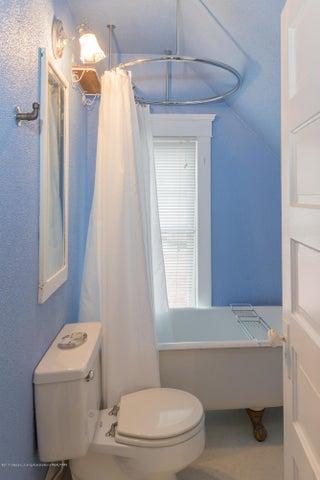 128 Horton St - full bath upstairs - 12