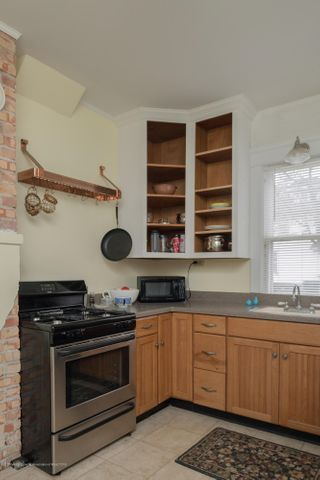 128 Horton St - kitchen - 3