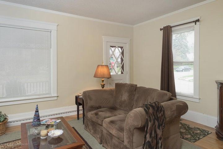 128 Horton St - living room - 8