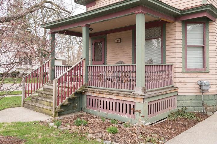 128 Horton St - front porch - 14