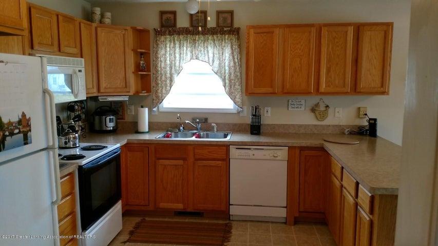10083 Roblyn Cir - Kitchen 2 - 5