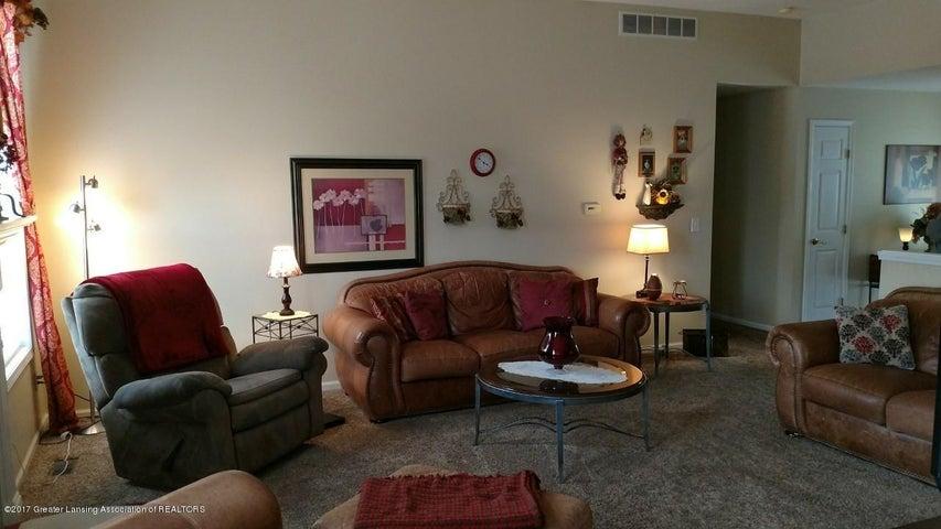 10083 Roblyn Cir - Living Room - 10