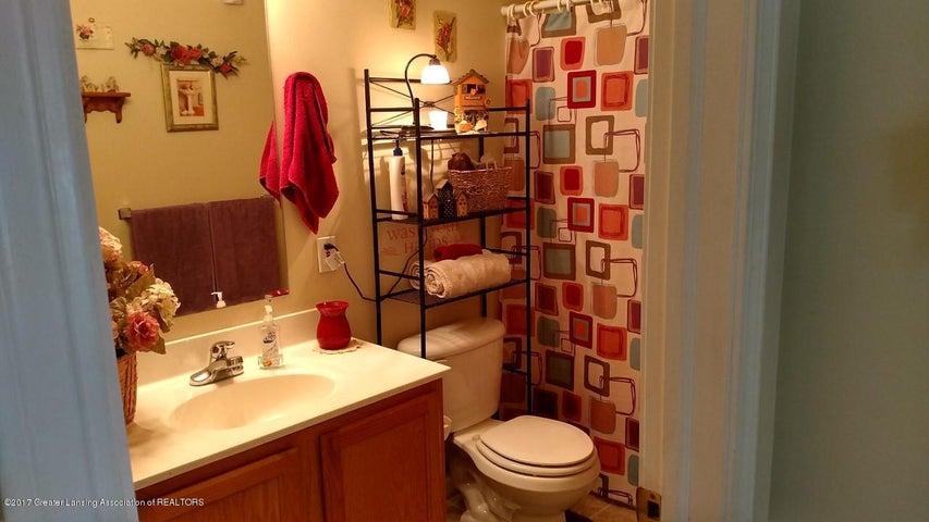 10083 Roblyn Cir - First Floor Bath - 21