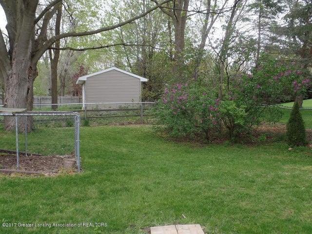 828 Creyts Rd - yard - 3