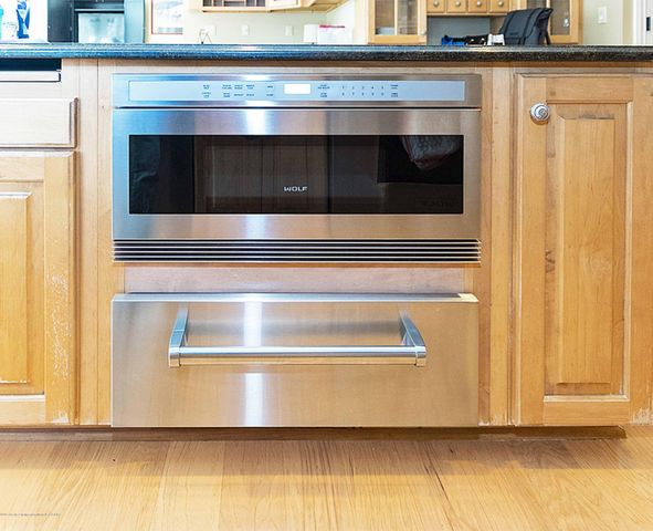 6446 Ridgepond Dr - Wolf Microwave and Warming Drawer - 19