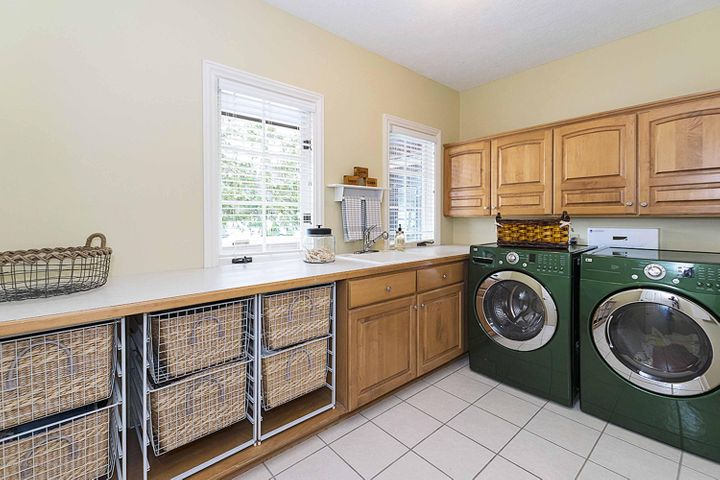 6446 Ridgepond Dr - First Floor Laundry - 26