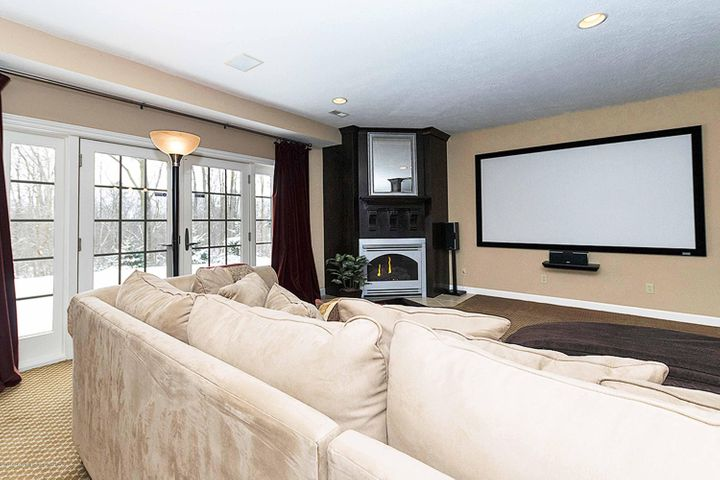 6446 Ridgepond Dr - Lower Level Family & Theater Room - 42